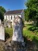 Kirche mit Grabstein von Hannah